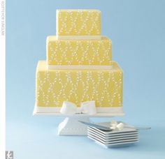 Beautiful yellow patterned wedding cake - so simple and elegant