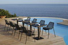 ROUND mesa y sillas, diseño Christophe Pillet