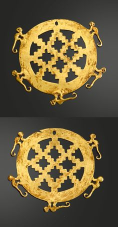 Colombia | Pair of Nariño gold ear ornaments, Capuli Style.  Circular form with open lattice-work center surrounded by five spider monkeys.  Ø 7.5 cm | ca. 1000 - 1500 AD | Est. 5'000 - 7'000$ ~ (May '15)