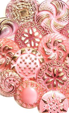 Glittery pink vintage Czech glass buttons. [As I'm in a Pink Mood I think I'll browse and pin some interesting Pin boards. These are an unbelievable collection aren't they? ;) Mo]