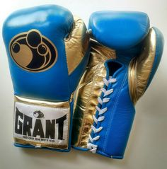 Grant Worldwide Custom Pro Fight Boxing Gloves in Turquoise/Metallic Gold Grant Boxing Gloves, Boxing Training Gloves, Boxing Boots, Mode Outfits, Sport Outfits, Fight Wear, Professional Boxing, Mma Equipment, Kickboxing