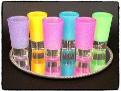Set of 6 Glitter Shot Glasses by allthatglittersNE on Etsy Diy Glitter Glasses, Diy Wine Glasses, Decorated Wine Glasses, Glitter Cups, Shot Glasses, Bling Bottles, Liquor Bottles, Wine Glass Crafts, Diy Tumblers