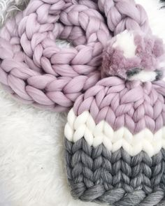 Super chunky hat with pom pon or without it Extra soft and extra warm 100% merino wool. 23 microns merino wool Very pleasant for touch. Light and hypoallergenic. You can chose a color by yourself, be in touch ORDER DETAILS Usually it takes 1-2 week for creating a hat/scarf x WASHING Dry