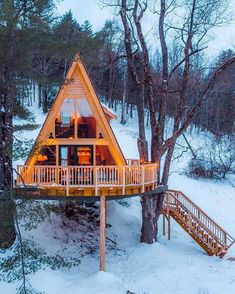 The cool thing about NETJ is that you find out about new awesome things around New England everyday! Like the Tree House Village Inn in… A Frame Cabin, A Frame House, Cabin Homes, Log Homes, Ideas Cabaña, Village Inn, Cabin In The Woods, Cabins And Cottages, Luxury Real Estate