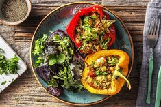 Stuffed peppers are delectable and full of flavour. Filling them with wholesome quinoa makes a classic comfort food all the better for you. Quinoa Gluten Free, Vegetarian Stuffed Peppers, Vegetarian Paleo, Quick Easy Meals, Food Hacks, Vegan Recipes, Veggies, Ethnic Recipes, Yum Yum
