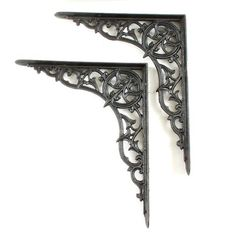 A wonderful pair of beautifully cast iron brackets. Lovely detailing and in good condition. It should be noted, that these brackets have had a small repair to the edge of one of the flanges. It is barely noticeable and does not affect the structural integrity. A good large pair that should carry a good amount of weight. Suitable for indoor or outdoor use. Refinished using our own patented hot wax process, giving excellent protection from corrosion.