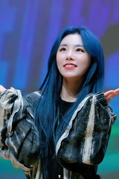 """'reality in BLACK' dongjak fansign ♡ 191129 © milk tea (do not edit or remove the logo) "" Jeonju, Wheein Mamamoo, You Are Cute, Haircuts For Long Hair, Korean Bands, Beautiful Voice, Youngjae, Me As A Girlfriend, Blue Hair"