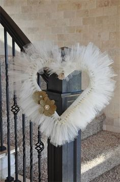 The Tulle Trunk - Beautiful tulle heart wreath with burlap flowers ♥<br> Tulle Projects, Tulle Crafts, Wreath Crafts, Diy Wreath, Wreath Fall, Spring Wreaths, Summer Wreath, Valentine Day Wreaths, Valentine Day Crafts