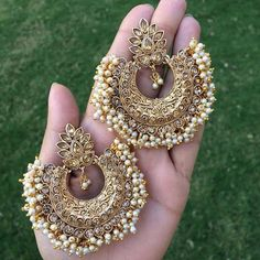Fulfill a Wedding Tradition with Estate Bridal Jewelry Indian Jewelry Earrings, Indian Jewelry Sets, Jewelry Design Earrings, Indian Wedding Jewelry, Antique Earrings, Fashion Earrings, Fashion Jewelry, Gold Jewelry, Amarpali Jewellery