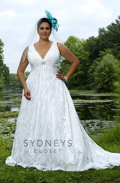 SC5043, Long formal bridal gown in chiffon and lace.