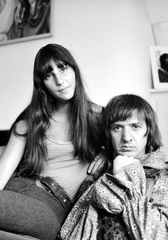 #ThrowbackThursday. We got back to 1965, when Sonny & Cher's hit 'I Got You Babe' started a 3-week run at Nº1 on the US Singles Charts. The song became a symbol of the early counter-culture hippie movement: http://www.creation.com.es/appact/youtubvid/ynrdkkUxp3E