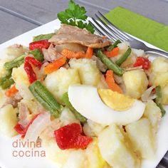 Esta ensalada campera de patatas es una fantástica combinación de hortalizas y patata. Son las patatas aliñadas que suelo preparar en invierno.