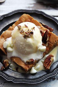 Easy recipe for Applebee's restaurant maple nut blondie with cream sauce!
