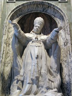 Statue of Pope Pius X at the St. Peter's Basilica, Rome   #TuscanyAgriturismoGiratola