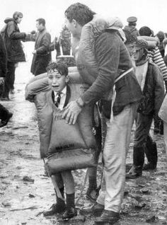 Young survivor Joe O'Neill (son of Clarence O'Neill and Lydia O'Neill) stands frightened, wet and cold in his adult-sized lifejacket after safely making it ashore. Nz History, Boat Decor, 45 Years, Shipwreck, Interesting History, British Isles, Photojournalism, Back In The Day, New Zealand