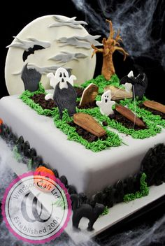 Halloween Graveyard Cake by Windsor - Cake by Windsor Craft (birthday cake cookies treats) Bolo Halloween, Recetas Halloween, Dessert Halloween, Halloween Graveyard, Halloween Baking, Fete Halloween, Halloween Food For Party, Halloween Cupcakes, Halloween Birthday Cakes