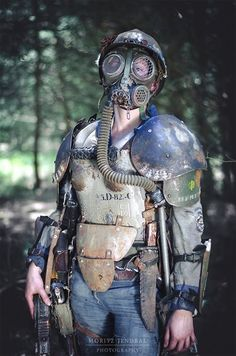 The tube + gas mask seems quite distant post apocalyptic but the rest of it is a pretty sweet look in my mind. Apocalyptic Clothing, Post Apocalyptic Costume, Post Apocalyptic Art, Post Apocalyptic Fashion, Apocalypse Gear, Apocalypse Fashion, Apocalypse World, Mad Max, Cyberpunk