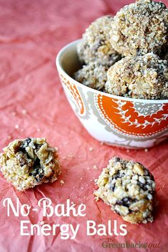 Healthy no-bake energy balls recipe. These energy bites are simple and easy to make and everyone loves them!