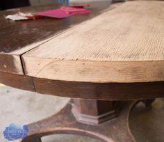 Pedestal Kitchen Table Makeover - Find out how to restore a table top with this farmhouse kitchen table makeover! Pine Table, Wood Table, A Table, Farmhouse Style Table, Farmhouse Kitchen Tables, Modern Farmhouse, Farmhouse Decor, Round Pedestal Dining Table, Dining Room Table