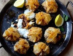 Crisp buttery phyllo pastries filled with spicy lamb. Served with a minted yoghurt it's the perfect pre-dinner party food. Easy Canapes, Canapes Recipes, Snack Recipes, Appetizers, Healthy Family Meals, Healthy Snacks, Cumin Lamb, Juicy Steak, Dinner Party Recipes
