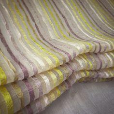 Latifa de Saum und Viebahn.  Visillo disponible en 9 colores. / Cortina disponible en 9 colors
