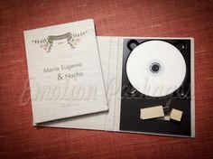 www.emotionpack.es Estuches de tela personalizados con tu diseño y logos. #woodbox #cajamadera #vintagebox #videopackaging #soportesfotográficos #photopackaging #cajafotovideo #woodusb #woodpendrive #laserpendrive #laserengrave #grabadolaser #photocovers  #photocase  #usbcase #naturalphotocase