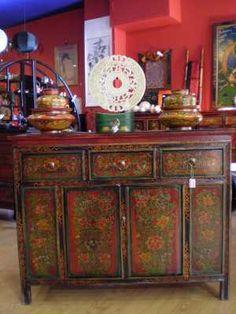 Aparador tibetano en madera de olmo y pintado a mano de for Muebles de tailandia