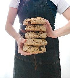 Giant Walnut Chocolate Chip Cookies - Chocolate Chip - Ideas of Chocolate Chip - Giant Walnut Chocolate Chip Cookies Cookie Desserts, Just Desserts, Dessert Recipes, Cookie Fit, Big Cookie Recipe, Giant Cookie Recipes, Sprinkle Cookies, Galletas Cookies, Levain Cookies