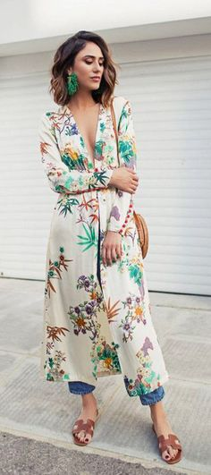 These Chic Fall Kimono Outfits Are So Easy to Copy Fall Kimono, Kimono Top, Kimono Cardigan, Kimono And Jeans, Kimono Style, Kimono Dress, Mode Outfits, Fashion Outfits, Womens Fashion