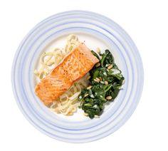 Zalm met pasta en knoflook spinazie - Recept - Jumbo Supermarkten