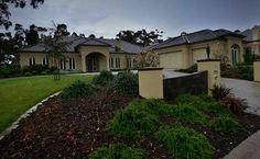 """Chateau Gatto"" - The house in Roseburn Court, Lower Plenty, that Mick Gatto - who was acquitted of murdering hit man Andrew Veniamin - has bought. New Neighbors, Gangsters, Underworld, Facade, Melbourne, Crime, Australia, War, Deep"