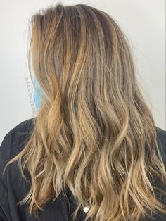 Full foil caramel blonde highlights on naturally dark brown hair color Cute Natural Hairstyles, Black Women Hairstyles, Easy Hairstyles, Natural Hair Styles, Long Hair Styles, Black Hair Cuts, Hair Color For Black Hair, Brown Hair Colors, Caramel Blonde