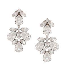 Die glamourösen Steckerohrringe Shiny sind aus versilbertem Messing mit gefassten weißen Swarovski-Kristallen. Farblich sind sie puristisch, doch durch…