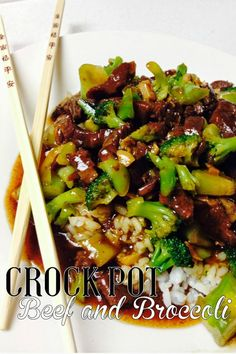 Delicious slow cooker recipes - great dinner ideas! Crock Pot Beef and Broccoli from Lou Lou Girls.