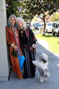 Boho Style Clothing : These two boho beauties are still killing it in their older years! Love it! Moda Hippie, Moda Boho, Hippie Gypsy, Fashion Over 50, Look Fashion, Street Fashion, Mature Fashion, Bohemian Style, Boho Chic