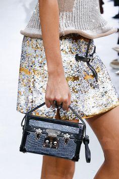 El bolso que está revolucionando al mundo firmado por Louis Vuitton, y con  un precio astronómico, tiene lista de espera 739e86f5e5b