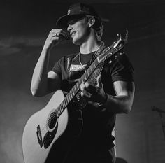 Country Music Bands, Best Country Singers, Country Music Artists, Rodeo Cowboys, Hot Cowboys, Black And White Photo Wall, Black White Photos, Hot Country Boys, Western Photography