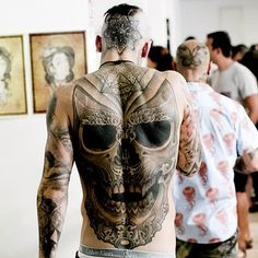 I generally love tattoos in wherever they are, but tattoos on back are so sexy. This tattoo is my favorite on him.