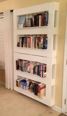 L'idée déco du samedi : une bibliothèque avec des palettes ! Plus