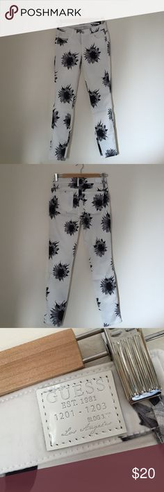 Guess White and Black Sunflower Legging Jeans These have never been worn and are brand new with the tags ripped off. Honestly, I just didn't know what to pair them with. They are made from stretch material and are very light and comfy. Guess Jeans Skinny