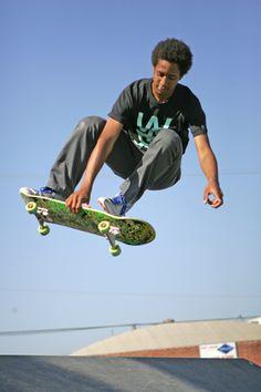 Skateboarder Khizhar Gejn