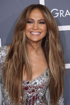 Jennifer Lopez wows with long layered hairstyle