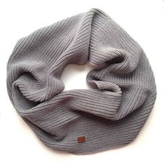 Серый - отличный базовый цвет который подходит практически ко всем нарядам. Снуд в два оборота уже полетел на сайт   А я вам желаю ярких (не серых) выходных!!!  Пойду дальше путать ниточки  #cute #cuteshop #cuteshopru #handmade #awesome #yarn #knitting #knittinginspiration #gray #moscow #msk #vogue #fashion #scarf #sale #рукоделие #ручнаяработа #шарф #снуд #тепло #москва #мск #серый #выходные #вечер #вяжутнетолькобабушки #вязание by cuteshopru