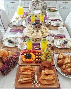 Brunch Recipes, Breakfast Recipes, Afghan Food Recipes, Food Plating Techniques, Turkish Breakfast, Breakfast Buffet, Food Platters, Food Presentation, Quick Meals