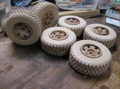 Jig for making some very nice wooden toy wheels. Wooden Toy Wheels, Wooden Toy Trucks, Wooden Wheel, Wooden Car, Making Wooden Toys, Handmade Wooden Toys, Woodworking Jigs, Woodworking Projects Diy, Diy Toy Storage