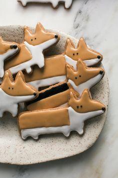Corgi Chai Cookies Cozy Kitchen, Cake Cookies, Sugar Cookies, Brownie Cookies, Biscuits Décorés, Cookie Recipes, Dessert Recipes, Petits Fours, Just Desserts