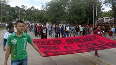 Todos los contingentes se reunieron frente a Palacio de Gobierno, donde realizaron un breve mitin (FOTO: FRANCISCO ALBERTO SOTOMAYOR)