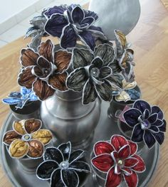 Fiori Nespresso Christmas Projects, Holiday Crafts, Recycled Crafts, Diy And Crafts, Dosette Nespresso, Paper Flowers Diy, Arte Popular, Beads And Wire, Flower Making