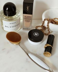 Do you think it's necessary to utilize expensive skin care products for a lively and bright looking skin? Beauty Skin, Beauty Makeup, Hair Beauty, Aesthetic Makeup, White Aesthetic, Luxury Beauty, Makeup Kit, All Things Beauty, Makeup Organization