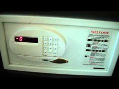 No confiis en la caixa de seguretat de l'hotel / Don't Trust Your Hotel Room Safe - YouTube